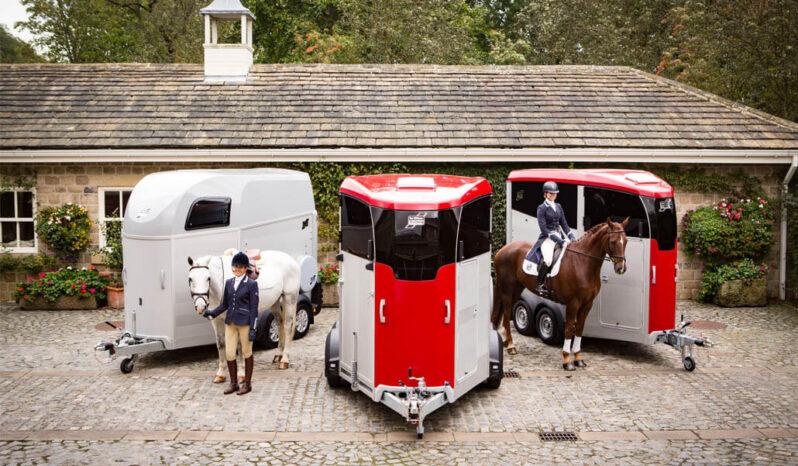 דגם Ifor Williams HBX511 – קרון סוסים full